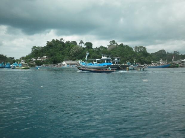 Pemandangan indah dari perahu